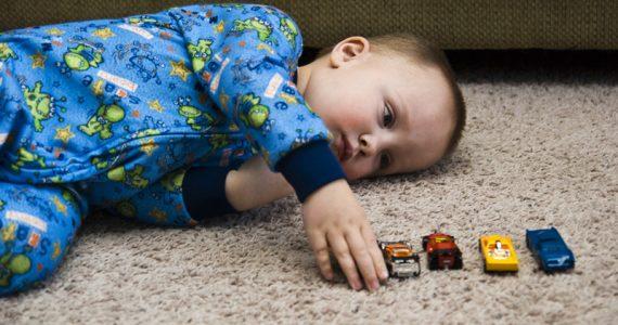 Autismo: il Bambino mette in fila le auto